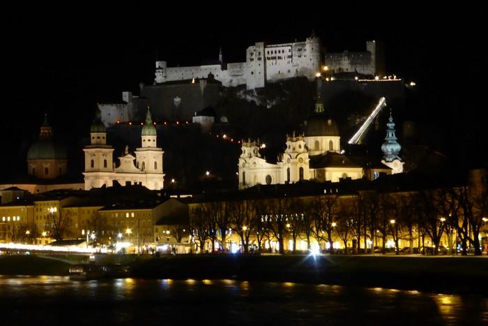 Altstadt von Salzburg bei Nacht